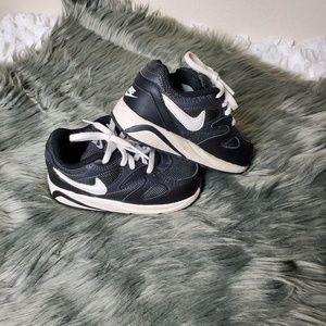 Nike sneaker toddler size 7c